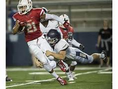 Lower Concussion Risk blogpost: Football player trying to evade a tackle